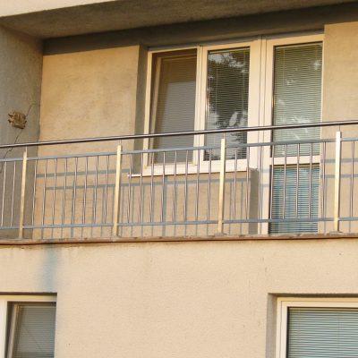 Výroba exteriérového nerezového zábradlia balkóny